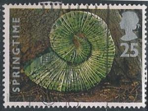 Great Britain 1592 (used) 25p chestnut leaves in form of shell (1995)