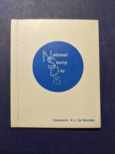 Great Britain 741a XFNH complete booklet, CV $3.60