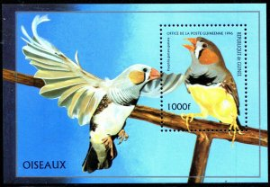 Guinea 1996 Sc 1374 Finch Bird MNH CV $4