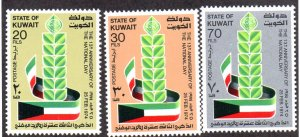 KUWAIT 599-601 MH SCV $3.05 BIN $1.85 NATIONAL DAY
