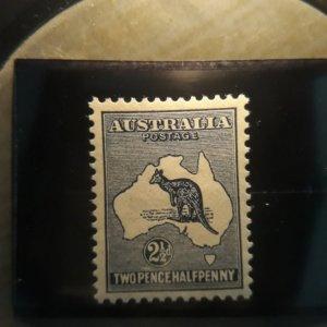australia 4  1913  2 1/2 d blue  XF  LH