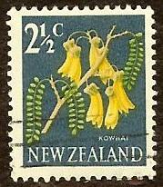 New Zealand 385 2 1/2c Kowhai Flower 1967 used