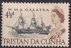 Tristan Da Cunha 1965 - 67 QE2 4 1/2d HMS Galatea MM SG 76 ( J1108 )