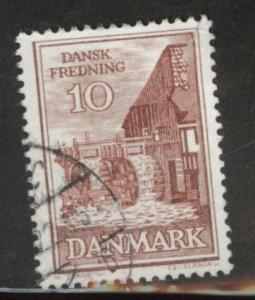 DENMARK  Scott 402 Used margin tear at top right