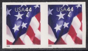 #4392a 44¢ FLAG DIE CUTTING OMITTED PAIR MAJOR ERROR WL3881