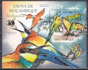 Mozambique, 2011 issue. Birds s/sheet. ^