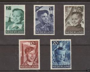 Netherlands Sc B229-33 MLH. 1951 Child Welfare cplt 1;0