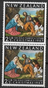 1963 New Zealand 359  2½d Christmas issue MNH pair.