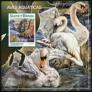 GUINEA BISSAU 2017  AQUATIC BIRDS SOUVENIR SHEET MINT NH