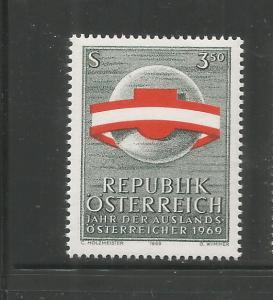 AUSTRIA  845  MNH, AUSTRIA'S FLAG AND SHIELD CIRCLING WORLD