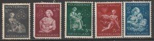 B149-53 Netherlands Semi-Postals Mint OGH