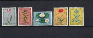 NETHERLANDS 1960 CULTURAL FUND MNH STAMPS CAT £ 27   REF 5025
