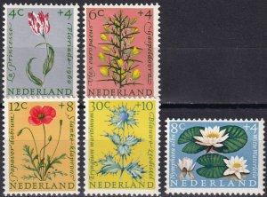 Netherlands #B343-7  MNH CV $8.55  (Z8151)
