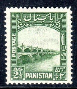 PAKISTAN - 1948 -57   SG 30-  2 1/2  anna - p14x 13 1/2   vlmm  cv £ 10.50