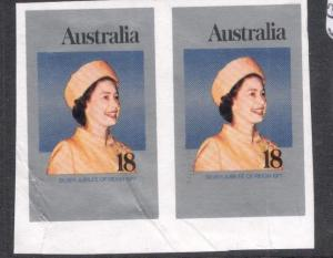 Australia QEII SG 18c Imperf Pair, Creased As Always MNH (8dhp)
