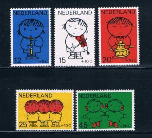 Netherlands B452-56 MNH set Child Welfare (N0419)
