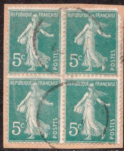 FRANCE - 1907 - n°137a 5c vert-clair Semeuse - Bloc de 4 Obl. sur fragment B/TB