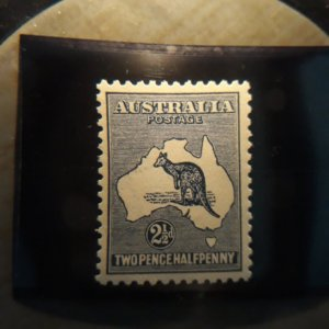 australia  4  1913 2 1/2 d  XF  NH