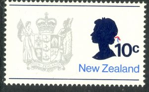 NEW ZEALAND 1970-71 10c QE2 and Coat of Arms Issue Sc 449 MNH