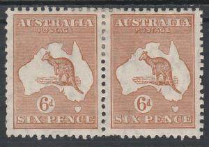 AUSTRALIA 1931 KANGAROO 6D PAIR VARIETY RETOUCHED TOP FRAME & SCRATCH C OF A WMK
