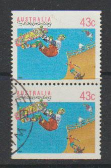 Australia SG 1181a  FU -   top / bottom pair from booklet...