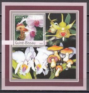 Guinea Bissau, Mi cat. 2095, BL388 A. Orchids and Mushrooms s/sheet. ^