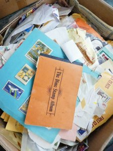 EDW1949SELL : WORLDWIDE Unchecked carton full of Worldwide & USA on & off paper.