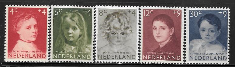 Netherlands B316 - 320 mh 2013 SCV $16.20 child protection issue