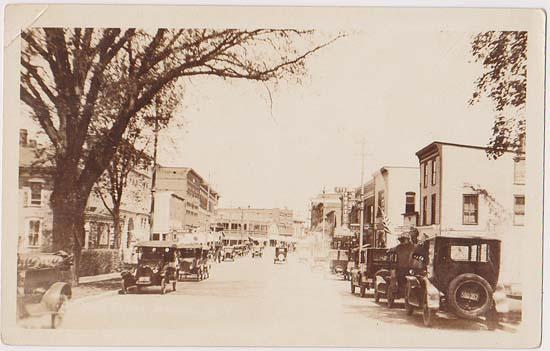 USA Actual Photo Card - Around 1920 Unidentified Town and Many Early Automobiles