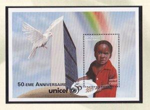 Gabon   #851  MNH  sheet  1997  Unicef 50 years