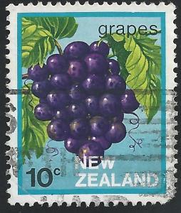 New Zealand #761 10c Fruit Export Grapes