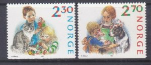 Norway 920-21 MNH 1987 Christmas Children Making Ornaments & Baking Gingersnaps