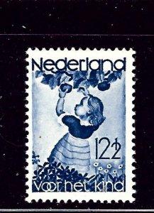 Netherlands B85 Used 1935 child picking fruit