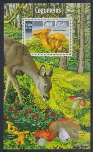 Guinea-Bissau MNH S/S Deer & Mushrooms 2015