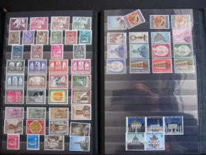 Vatican City collection to 2006 in 2 stockbooks MNH/MH/U