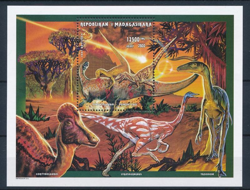 [38842] Madagascar 1998 Pre Historic Animals Dinosaurs MNH Sheet