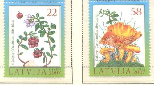 Latvia Sc 684-5 2007 Mushrooms & Berries  stamp set  mint NH