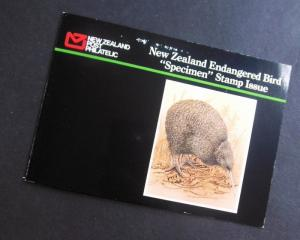 EDW1949SELL : NEW ZEALAND 6 values Bird ovpt SPECIMEN in Special folder VFMNH