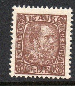 Iceland  Sc 39 1902 16 aur Chocolate Christian  IX stamp mint
