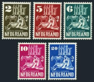 Netherlands B214-B218,hinged.Mi 558-562. For restoration of ruined churches,1950