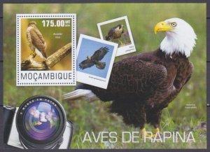 2014 Mozambique 7599/B959 Birds of prey 10,00 €