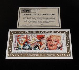 1995, MADAGASCAR, MARILYN MONROE, LIMITED EDITION 550fmg SOUVENIR SHEET, W/COA