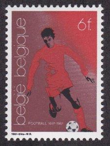 Belgium # 1076, Soccer Player, NH, 1/2 Cat.