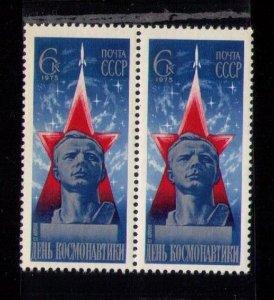MNH Russia Sc #4309 SEALED Yari A. Gagarin-Vert.Pair 1975- VF
