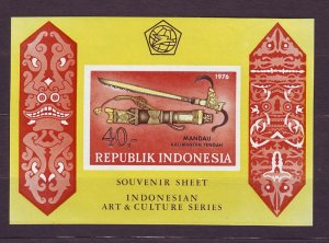 Z573 JLstamps 1976 indonesia s/s mnh #983a weapons