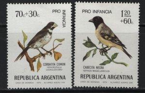 ARGENTINA , B62-B63,  HINGED REMNANT, 1974 Bird type