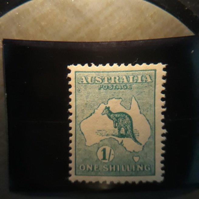 australia  10  1913  1sh blue grn VF  LH