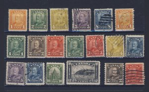 19x Canada Scroll & Arch Stamps 6x Scroll 13x Arch Guide Value = $67.50.
