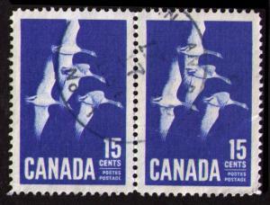 CANADA 1963 15c SC #415 VERY FINE USED PAIR CANADA GOOSE (K031)
