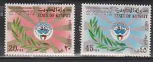 KUWAIT Scott # 541-2 MH - Kuwait Emblem & Olive Branch